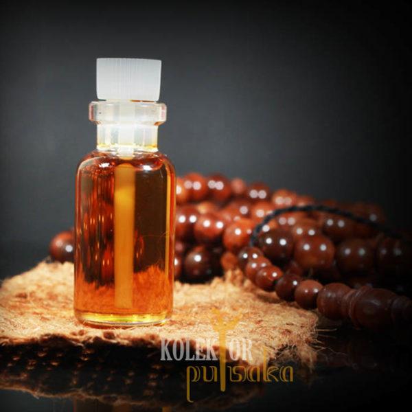 minyak gaharu